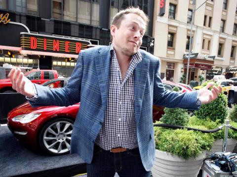 Elon Musk en la calle