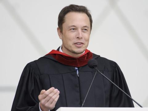 Elon Musk en su graduación