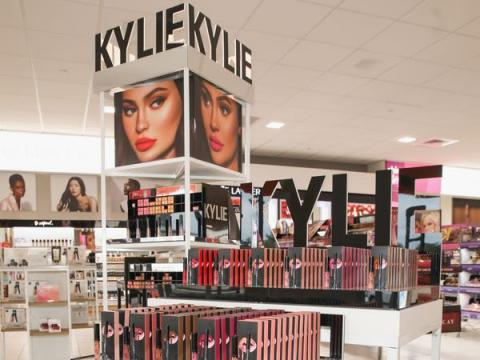 Una exhibición de Kylie Cosmetics en un local de Ulta Beauty en Houston, Texas el 18 de noviembre de 2018 en Houston, Texas.