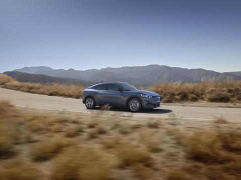 """Ford aseguró que le vehículo tendría una batería de iones de litio de """"rango estándar"""" de 75,7 kilovatios hora y una batería de """"rango extendido"""" de 98,8 kilovatios hora."""