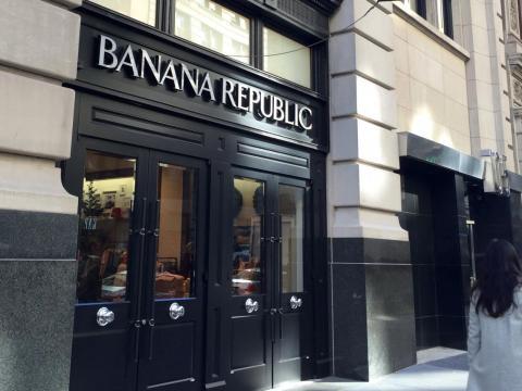 A medida que Gap crecía, comenzó a valorar adquirir nuevas marcas o crear firmas propias. En 1983, Gap compró Banana Republic.
