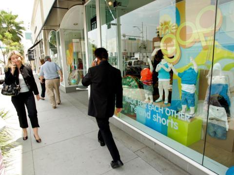 La popularidad de Gap explotó. Al año siguiente, los Fishers abrieron una segunda tienda en San José y después establecieron la sede de la compañía en Burlingame (California), en 1971.