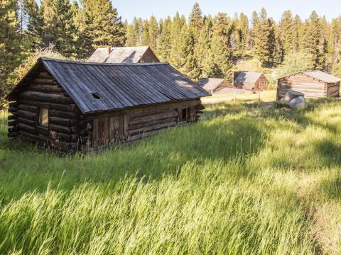 These log cabins in Montana have stood the test of time.
