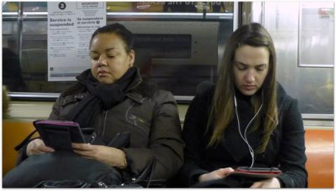 Las investigaciones sugieren que leer en Kindle, en lugar de en papel, perjudica su capacidad para recordar la trama de una historia.