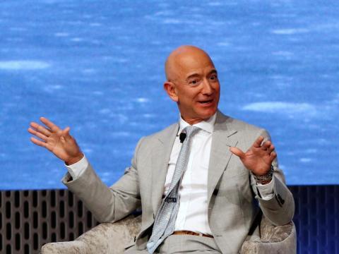 Jeff Bezos y la Biblioteca Presidencial del JFK celebran el 50 aniversario del alunizaje.