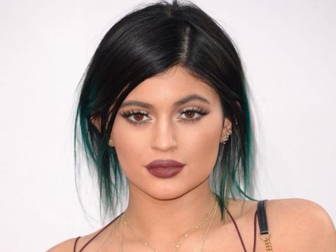 Kylie tiene varios coches de lujo, que cuestan varios miles de euros cada uno.