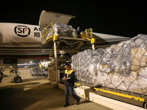 Large amounts of cargo can be seen being loaded into airplanes, like this SF Airlines Boeing 757 aircraft at Nantong Xingdong International Airport.