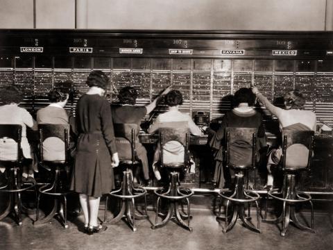 Las 'chicas del cable' en versión estadounidense, en una foto de 1925.