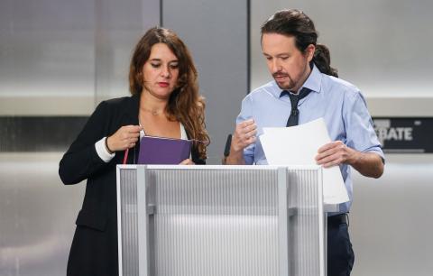 Noelia Vera asesora a Pablo Iglesias en el debate a 5.
