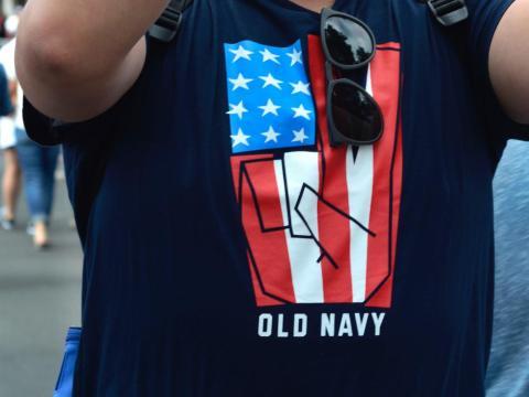 Old Navy se convirtió, rápidamente, en una de las marcas preferidas para un amplio sector de la sociedad. Sus diseños divertidos y sus looks pensados para celebrar el 4 de julio cautivaron a muchos.