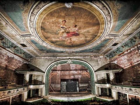 This theater was once lavishly decorated, but it has been abandoned since 1962.