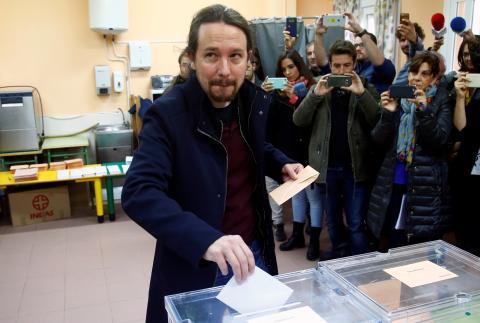 Pablo Iglesias, líder de Unidas Podemos, ejerce su derecho al voto en las elecciones generales de noviembre de 2019.