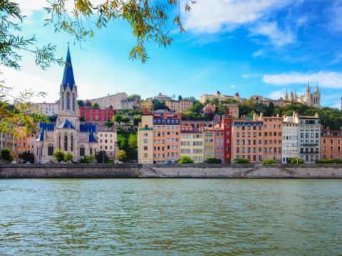 Lyon también se encuentra cerca del río.