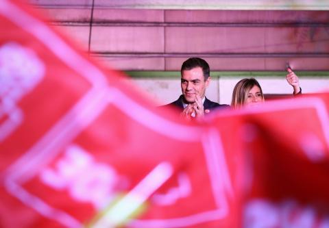 Pedro Sánchez, presidente del Gobierno en funciones y líder del PSOE, celebra el triunfo tras las elecciones generales de noviembre de 2019.