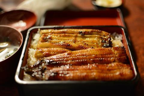 La anguila también está presente en otras gastronomías como la cocina japonesa.