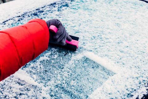 Rascar hielo del parabrisas