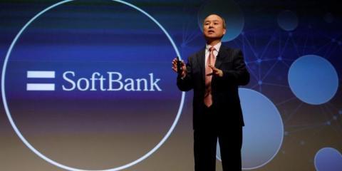 El Presidente y Director General de SoftBank, Masayoshi Son, asiste a una conferencia de prensa en Tokio.