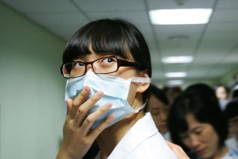 """La Sra. A dijo: """"Me preocupaba que si me resfriaba, no podría ir a trabajar. Sería descortés para los clientes aparecer sin una máscara facial""""."""