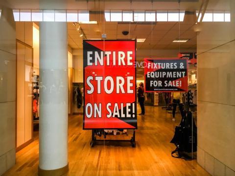 Aún así, las ventas siguen sufriendo y el rendimiento de la marca homónima de Gap sigue siendo especialmente sombrío.