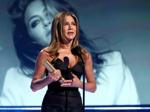 On Sunday, Jennifer Aniston received the People's Icon Award at the People's Choice Awards for her career achievements in film and television.