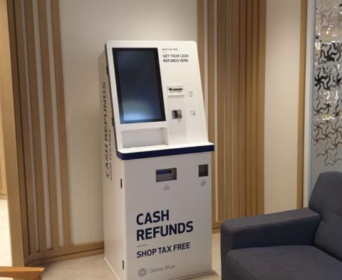 Un cajero de devolución del IVA instalado en el centro comercial madrileño de Paseo de la Castellana de El Corte Inglés