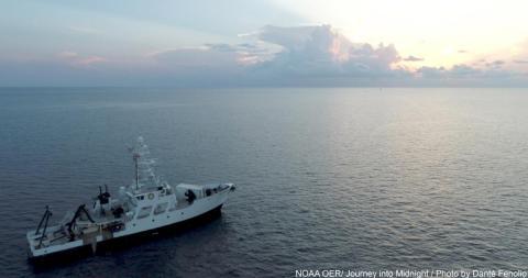 El buque de caza de calamares de la NOAA R/V Point Sur, regresando a casa.