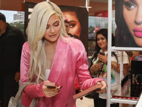 Kylie Jenner visita Houston Ulta Beauty para promocionar el lanzamiento exclusivo de Kylie Cosmetics con la tienda de belleza.