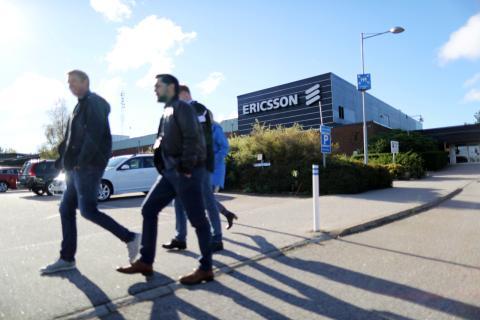Trabajadores en una fábrica de Ericsson en Suecia
