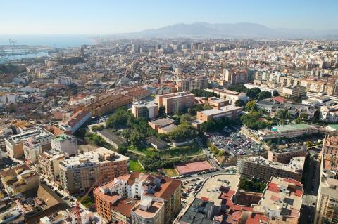 Vista aérea del campus de El Ejido de la Universidad de Málaga, con la Facultad de CC. Económicas.
