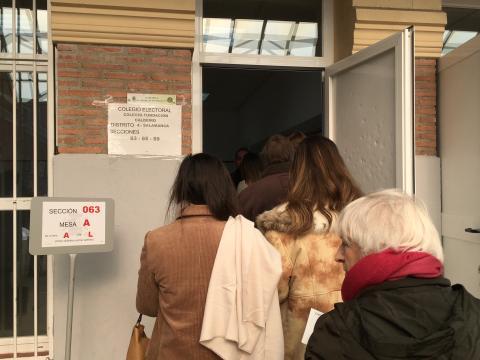 Votando en la Fundación Caldeiro