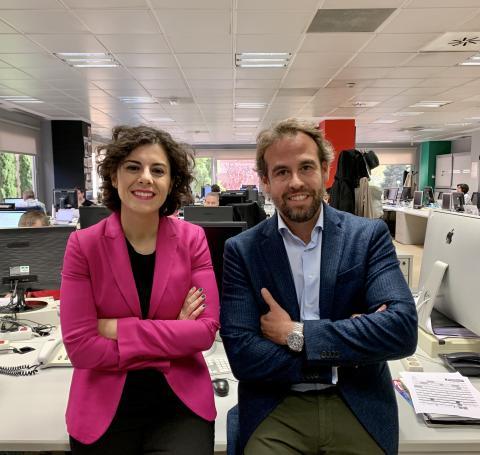 Yovanna Blanco, nueva editor in chief de Business Insider España (izq) y Daniel Chamorro, nuevo CRO y responsable del departamento comercial de Axel Springer España (dcha).