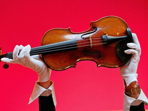 Un violín Stradivarius (no es el mismo violín mencionado).