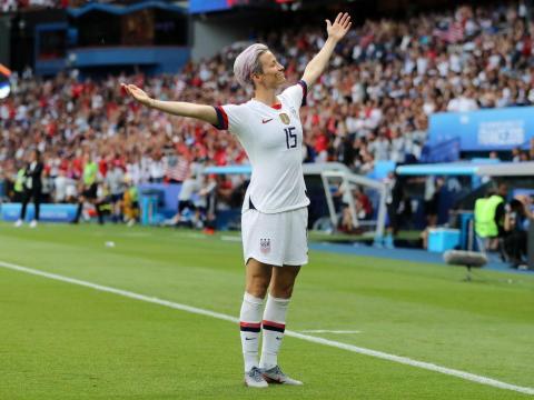 Megan Rapinoe después de marcar un gol.