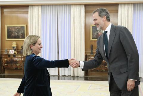 Ana Oramas, de Coalición Canaria, con el rey.