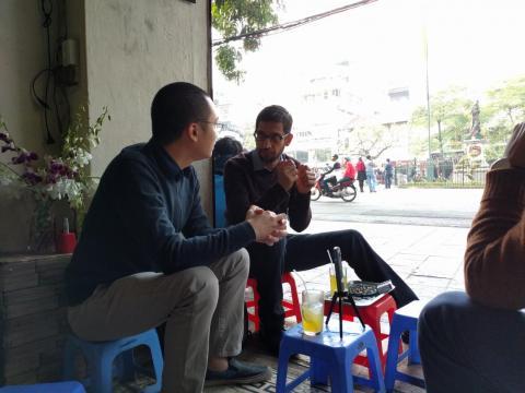Pichai hablando con Nguyen, el creador del Flappy Bird.