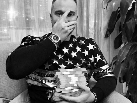 Andrey Plotnitskiy, un hombre que las autoridades identificaron como miembro del grupo de hackers ruso Evil Corp.