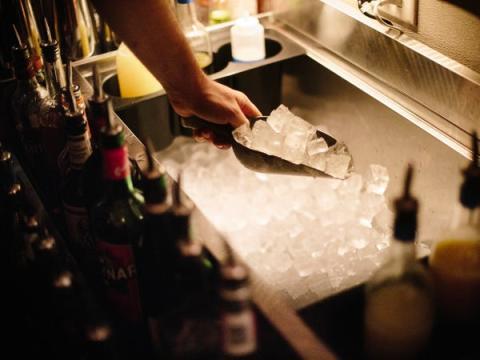 Antes de que abra el bar, tenemos que hacer un maratón de trabajo preparatorio.