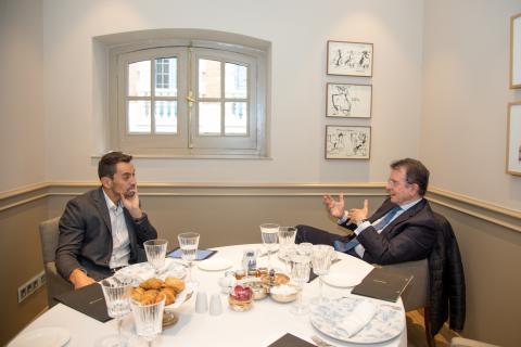 Antonio Catalán Díaz, fundador de NH y AC Hoteles (dcha) y Manuel del Campo, CEO de Axel Springer España (izq)