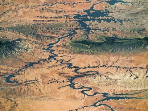 Gran parte del lago Powell, un embalse en el Río Colorado, en el Área de Recreación Nacional Glen Canyon y el Monumento Nacional Grand Staircase-Escalante. 6 de septiembre de 2016.
