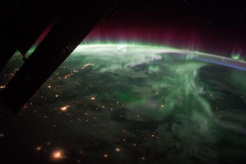 Esta aurora boreal sobre Canadá se ve desde la EEI, cerca del punto más alto de su trayectoria orbital. 15 de septiembre de 2017.