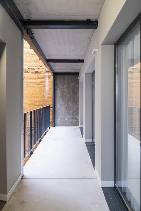 Balcones del edificio de Alojamientos de Proximidad Provisionales (APROP).