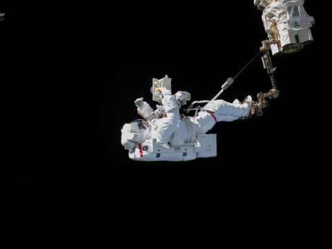 El astronauta Luca Parmitano realizó una caminata espacial. 15 de noviembre de 2019.