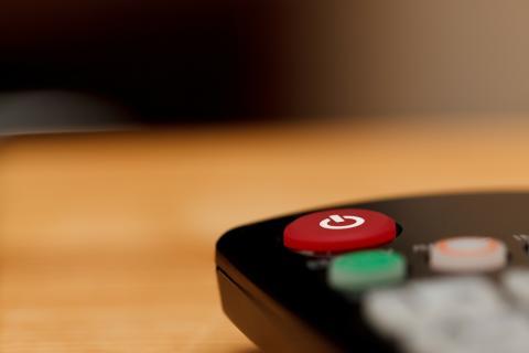 Botón de standby en un mando a distancia