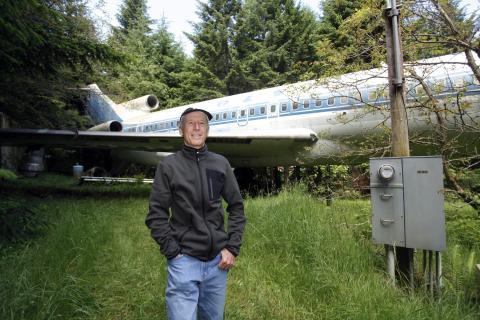 Bruce Campbell en su Boeing 727 convertido en casa