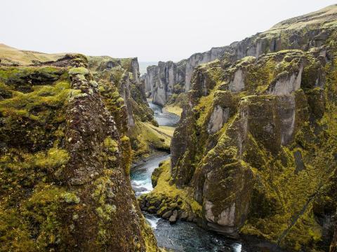 Cañón de Fjaðrárgljúfur, Islandia