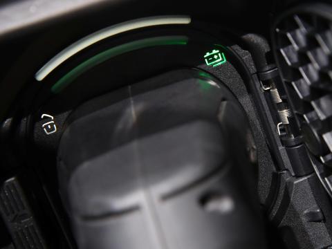Carga completa de un coche eléctrico de Mercedes.