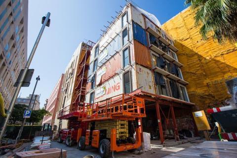 Construcción del edificio de Alojamientos de Proximidad Provisionales (APROP).