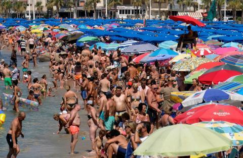 Las playas llenas de gente en España son algo común.