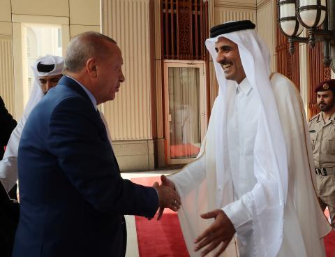 El emir de Qatar, Tamin ben Hamad al Thani, con el presidente turco Recep Tayyip Erdogan¨