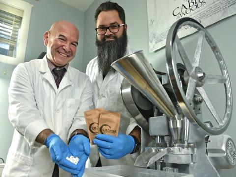 Los empresarios canadienses Mike Medicoff y Damien Vince.